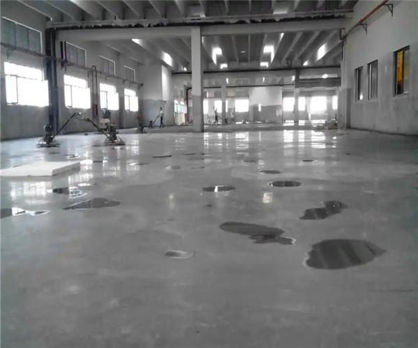 停车场的地面这样处理,耐磨防尘,使用寿命长!